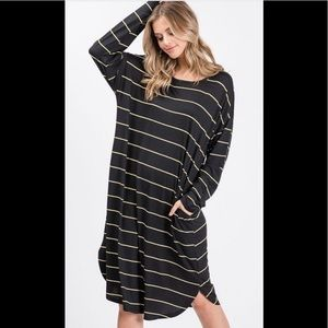 Small to XL❤️soft oversized black and yellow dress